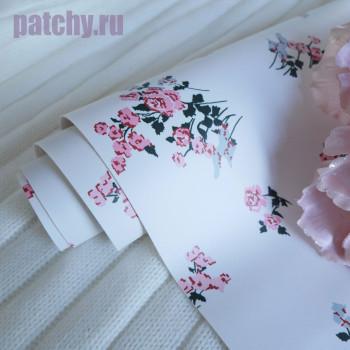 Кожзам с цветами на белом