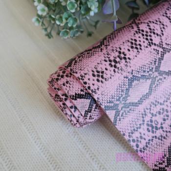Кожзам рептилия двухцветный  розовый и черный 18*140см